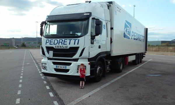 Mon fils devant mon camion