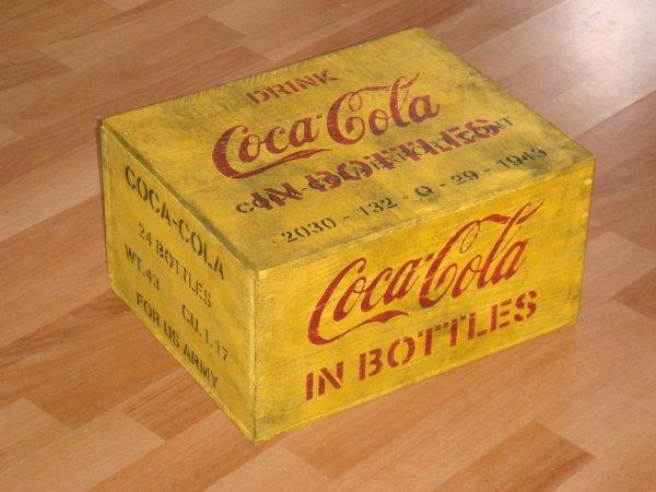 caisse coca cola jaune philbabs. Black Bedroom Furniture Sets. Home Design Ideas