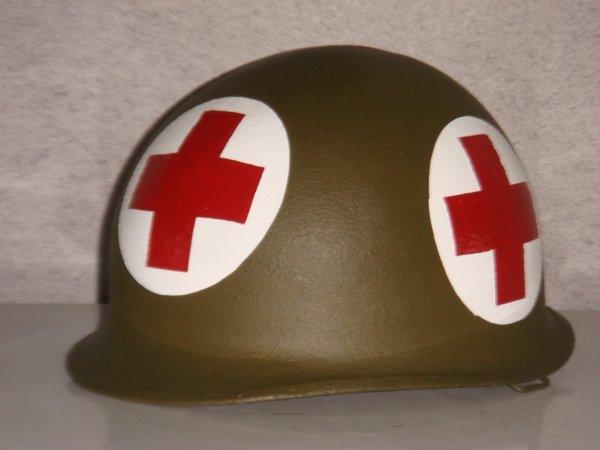 Casque medic US - 4 croix rouge ( Pour François .... )