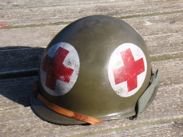 Casque ABL restauré en casque type US WW2 - Médic ....