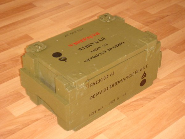 Préparation d'une caisse : TNT