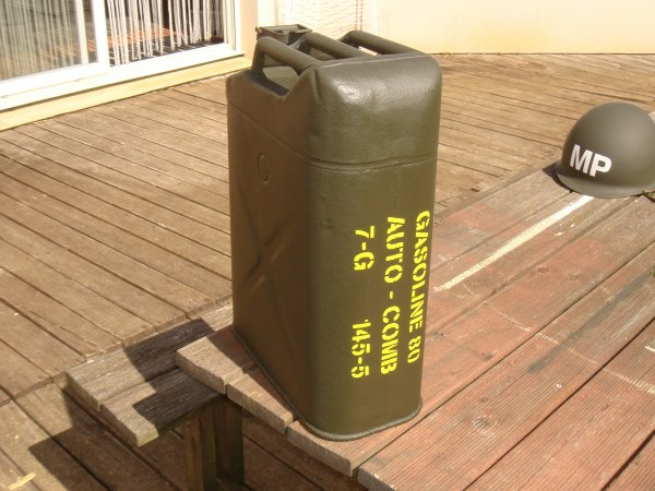 Restauration d'un jerrycan ( Post WW2 ) ...