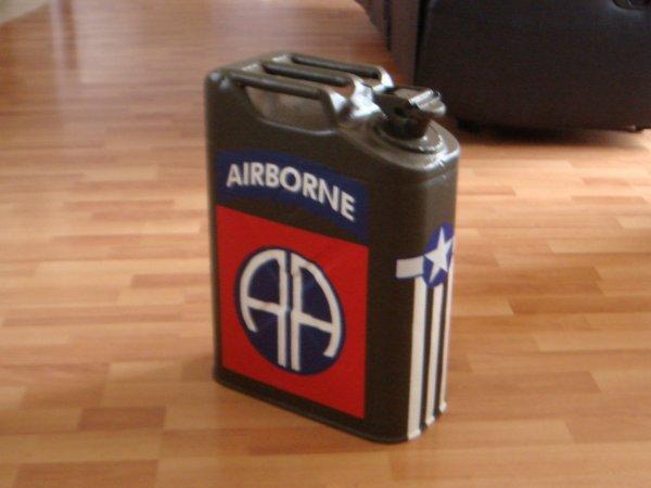 Jerrycan AIRBORNE ( pour déco ) ....