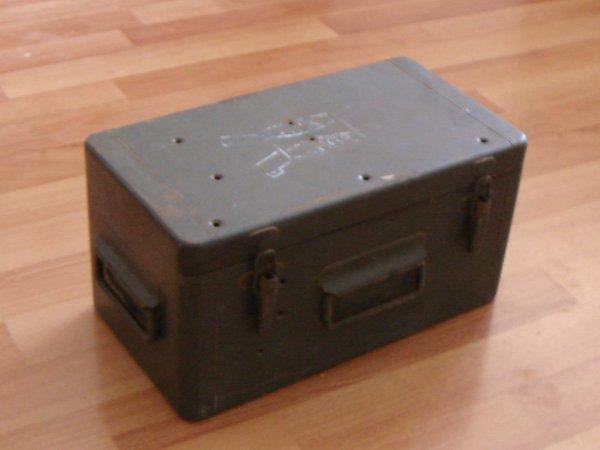 Restauration d'une caisse militaire ( Pour le fréro ) ....