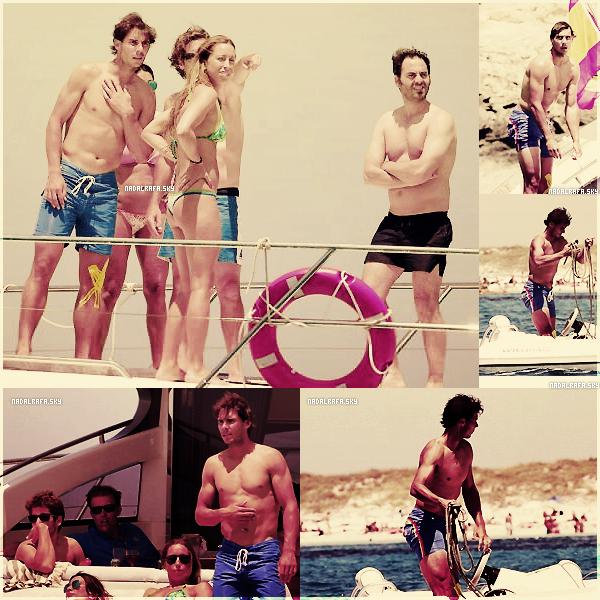 28.06.13 - Rafa a été aperçu à Ibiza avec quelques amis profitant de ses vacances amplement méritées!