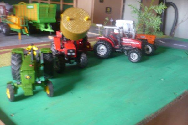Je vous présente les tracteurs de la premier ferme.