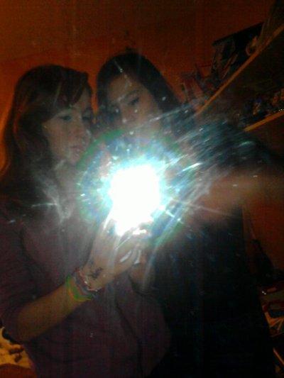 elle<3 et moi toujouur la l'une pour l'autre normal c'est ma soeur!!!! :)