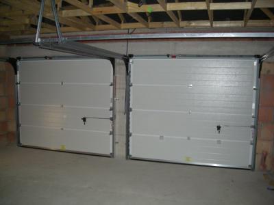 les portes de garage la famille saison de roanne. Black Bedroom Furniture Sets. Home Design Ideas
