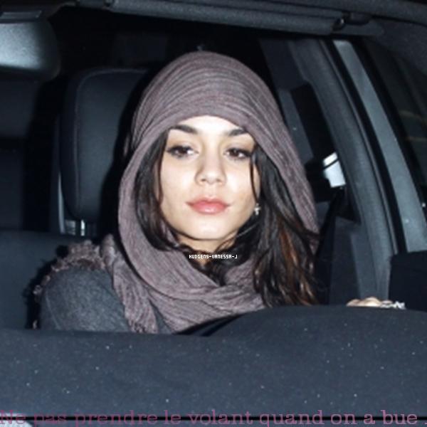 25/03/2011; Vanessa à été vu à Crave Cafe. SANS COMMENTAIRE TOUT EST DEJA MARQUER SUR LES MONTAGES ..