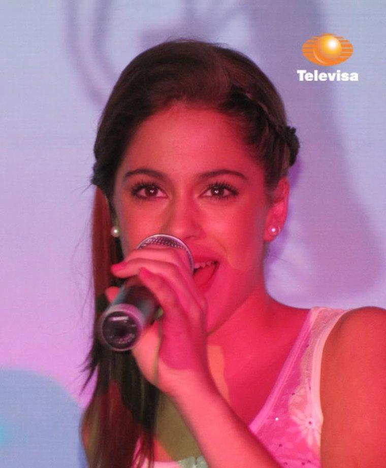 Trop belle Martina qui chante!!!!!!