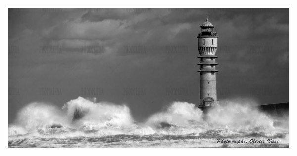 Tempête Ulla sur le phare de st pol sur mer