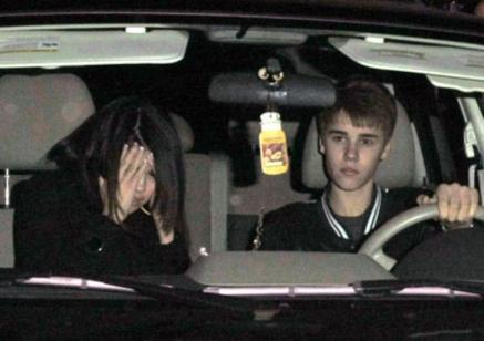 Alors qu'il fêtait sa journée d'anniversaire en compagnie de Selena Gomez, Justin Bieber s'est légèrement énervé contre les paparazzis.