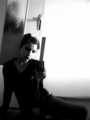 Elodie ● 15 ans ● Française ● Célib </3