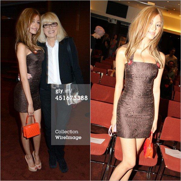 """Zahia et Mireille Darc à la vente aux enchères """"Les Coeurs des Créateurs"""" chez Christie's au profit de la Chaîne de l'Espoir à Paris le 3 juillet 2014."""