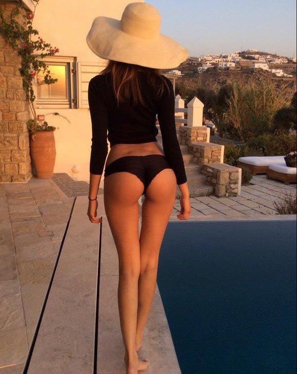 Sous le soleil de Mykonos ! - Zahia via Twitter !