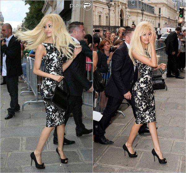 Zahia au premier rang du défilé de haute couture de Jean Paul Gaultier à Paris le 4 juillet 2012.