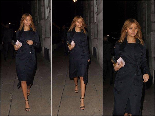 Zahia a été photographiée lorsqu'elle se promenait dans les rues d'Hertford à Londres, le 16 décembre dernier.