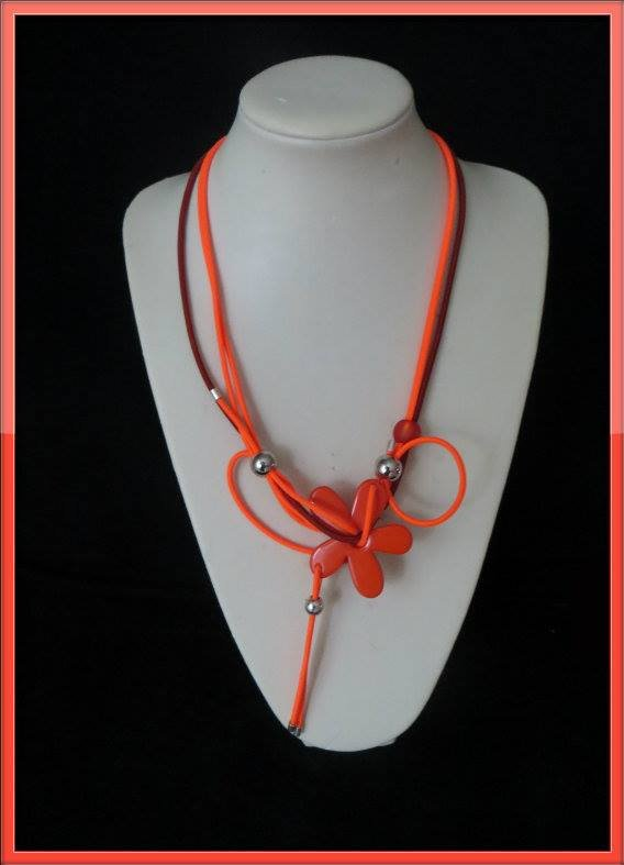 collier fleur orange