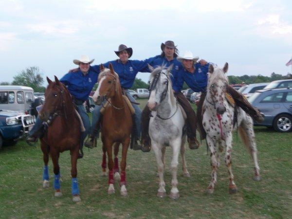 THE AMERICAN DALLES HORSE votre equipe.Merci