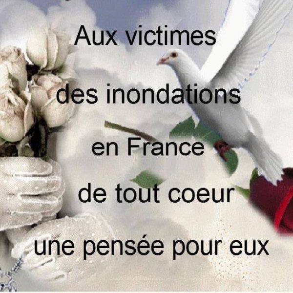 UNE PENSée POUR LES VICTIMES DES INONDATIONS DANS LE SUD DE LA FRANCE ! MES PARENTS QUI ETAIENT PARTIS SUR LA COTE D'AZUR POUR UNE SEMAINE...DEVAIENT RENTRER SUR PARIS AUJ MAIS ILS NE PEUVENT PAS CAR IL N'Y A PAS DE TRAINS ! HEUREUSEMENT...ILS VONT BIEN ! ;) COURAGE A TTES LES PERSONNES SINISTRées ET ( OU ) AYANT PERDU QQUN DE PROCHE !