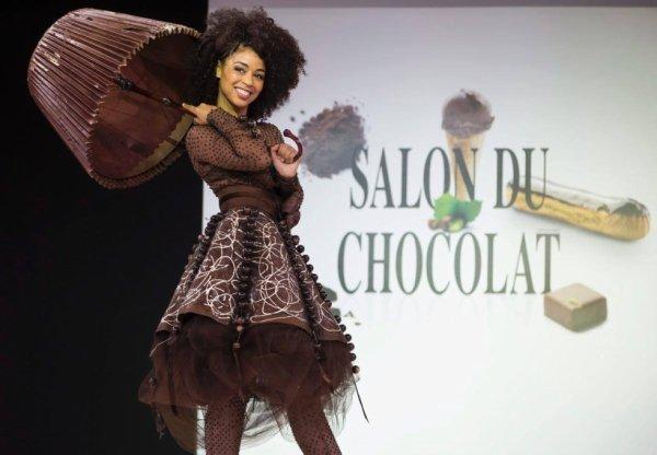 SALON DU CHOCOLAT...C EN CE MOMENT MEME A PARIS COMME TOUS LES ANS...! ;) C TRES JOLI....BIEN FAIT ET ORIGINAL ET GOURMAND POUR TOUS CEUX ET TOUTES CELLES QUI AIMENT LE CHOCOLAT !!!;)