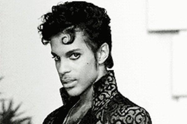 """Purple Rain   Prince AVI  -- HOMMAGE  A PRINCE UN GRAND QUI NOUS A QUITTES HIER A L""""AGE DE 57ANS  (l)"""