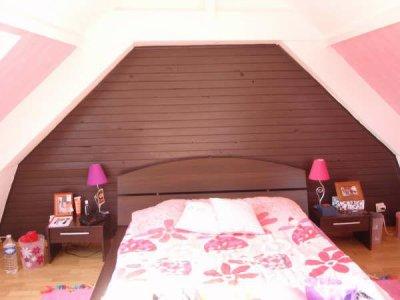 chambre pose de lambris tapisserie et mise en teinte le floch deco et amenagement. Black Bedroom Furniture Sets. Home Design Ideas