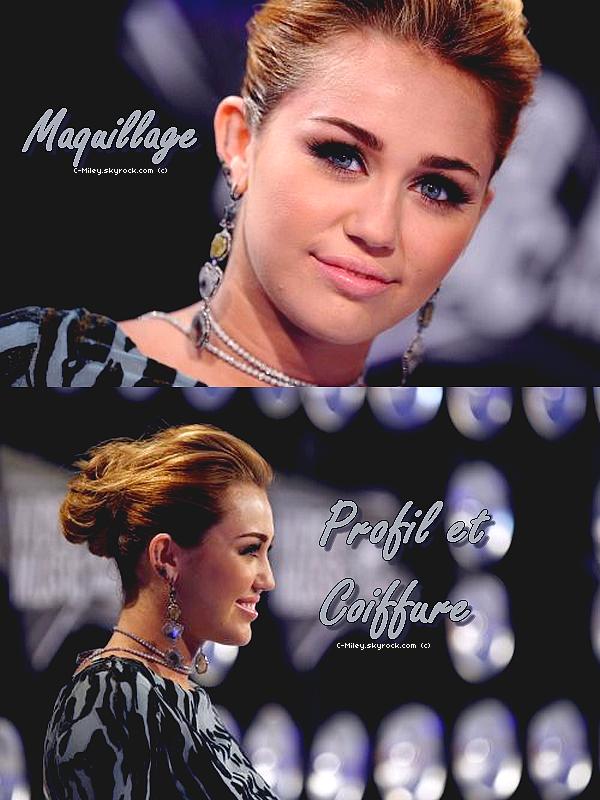 28.08.2011   -   Miley au Vidéo Music Awards .    Miley s'est rendue au Vidéo Music Awards hier. .Sa tenue : Cette robe ne m'inspire pas du tout, Miley ne mais pas en valeur son corps , sa la cache completement mais a par sa j'aime beaucoup sa coiffure, son maqullage et ces bijoux son sublime . Note : 2/10. Ton avis et ta note ?