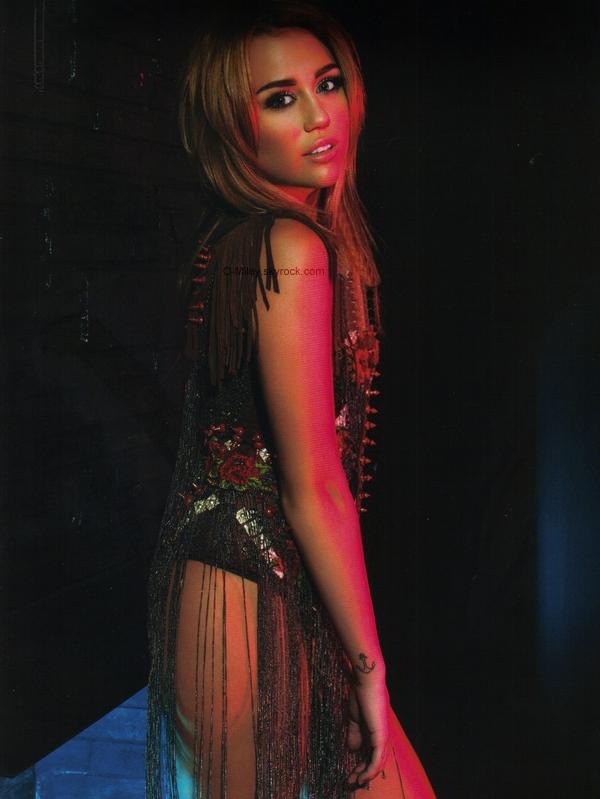 Une récente photo, de Beauty Book a été rajouter, je trouve que Miley est MAGNIFIQUE sur cette photo !