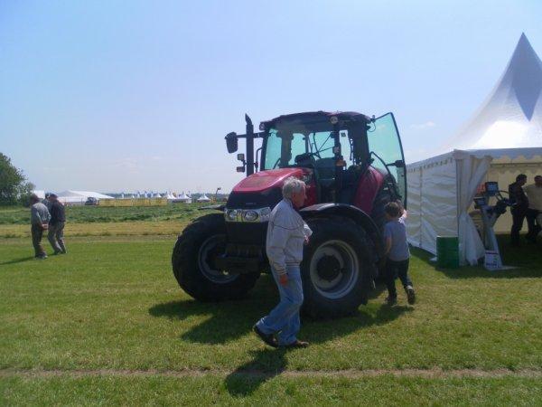 salon de l'herbe 2012--->case ih farmall 115 u