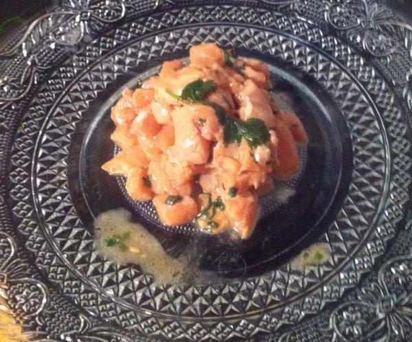 Tartare de saumon frais, citron,ciboulette.