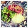 Magret de canard, sauce au cèpes et purée basilic
