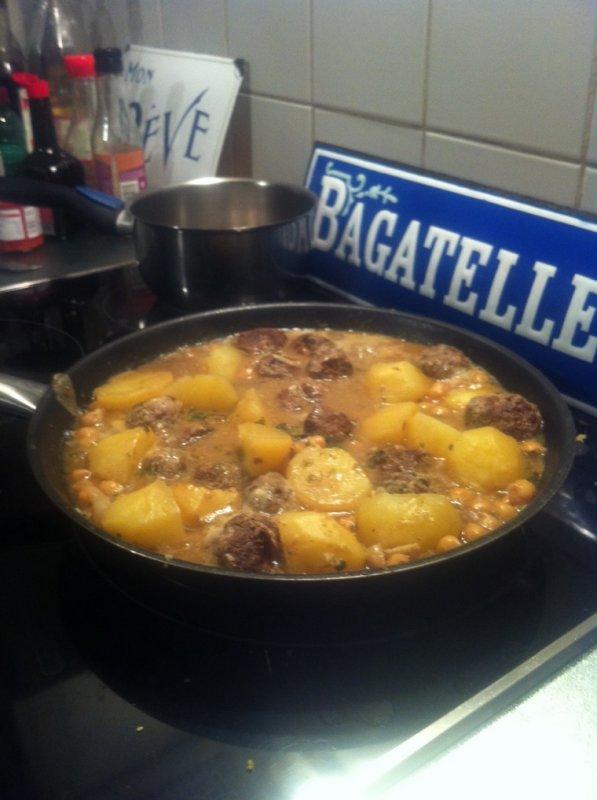 Boulettes de b½uf orientales, sauce curry, façon tajine