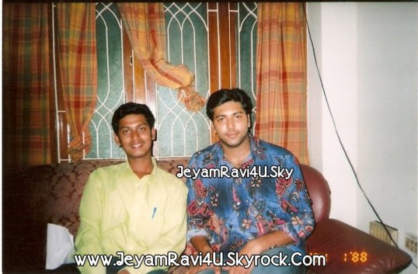 @actor_jayamravi  : Unseen rear pics of Jeyam Ravi with his fan