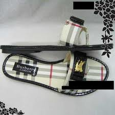 SCANDALES BURBERRY