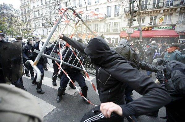 François Hollande et Manuel Valls condamnent les incidents de la République