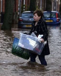 Tempête au Grande-Bretagne: Cameron promet des fonds d'urgence