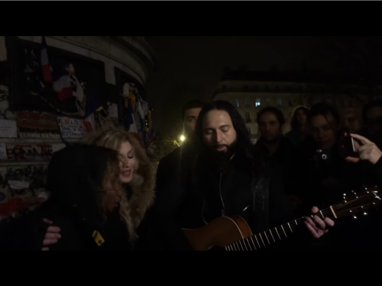 Hommage: Madonna se rend place de la République
