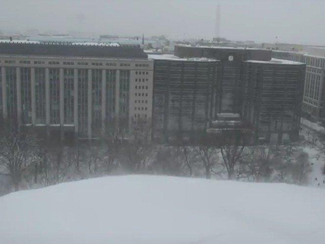 """La tempête Jonas prend la dénomination """"Snowzilla"""" s'abat sur les États-Unis"""