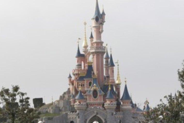 L'homme arrêté à Disneyland sera jugé lundi pour détention et transport d'armes
