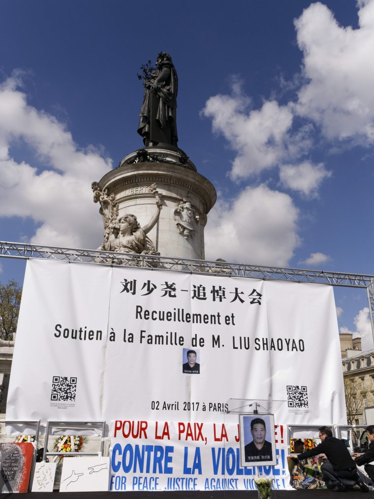 PARIS: 6.000 personnes manifestent, des heurts éclatent entre des manifestants et la police
