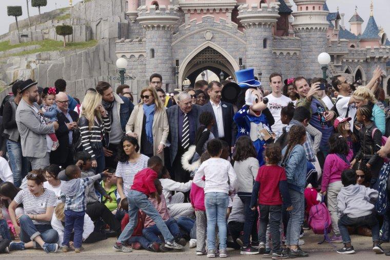 Le Secours Populaire Français fête les 25 ans des «Copains du Monde»chez Disney