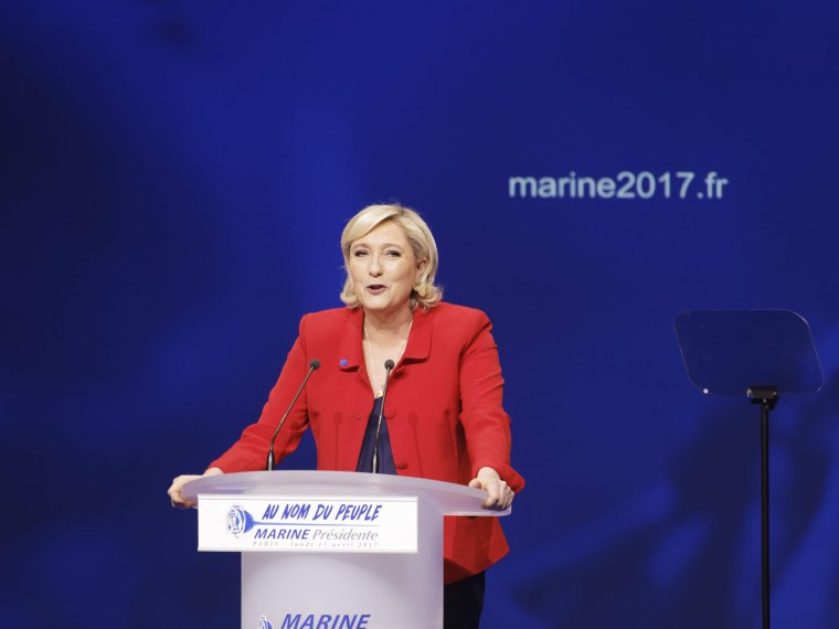 Marine Le Pen en meeting au Zénith de Paris, à la course présidentielle