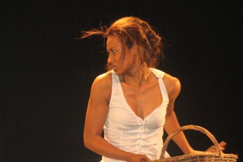 Lynda Lopez au théâtre dans Bomayé d'Abraham Touré
