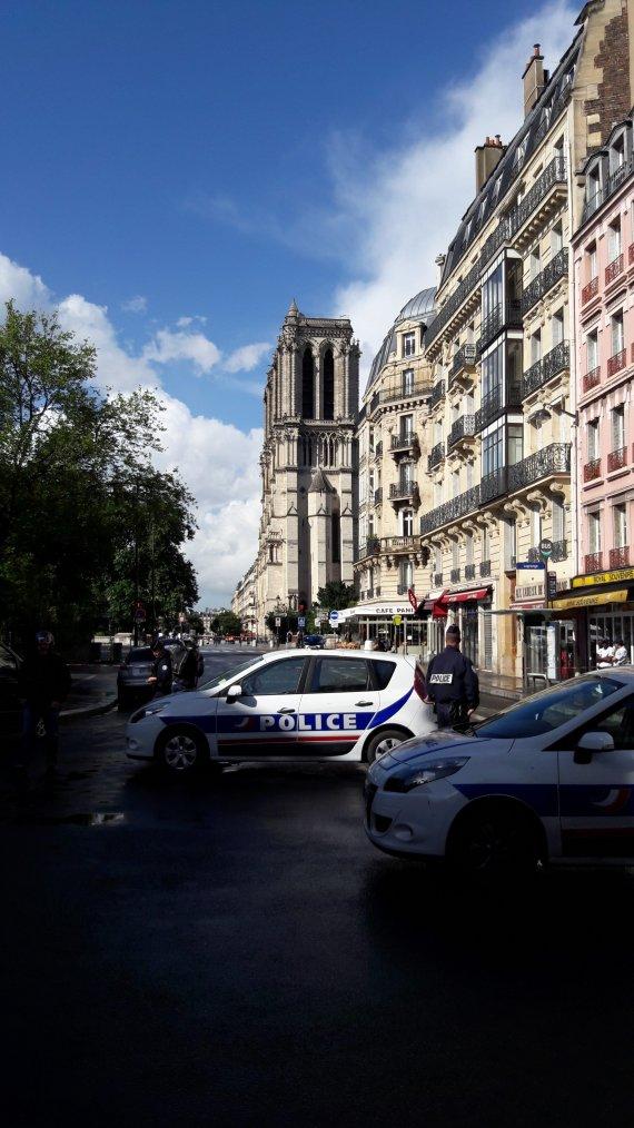 Attaque de Notre-Dame de Paris : l'auteur présumé de l'attaque au marteau a été présenté samedi à un juge antiterroriste