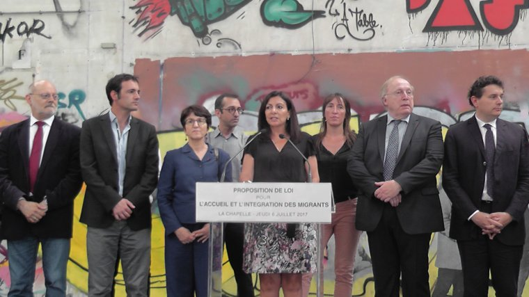 Anne Hidalgo et son conseil municipal proposent des idées pour un projet de loi en faveur des migrants