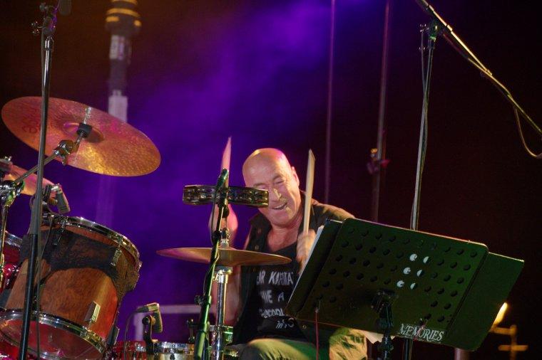 Le Trio Memories, group de rock, pop, s'est produit en concert avec Farid Medjane en invité surprise, Place Jean Jaurès à Agde, le 12 juillet 2017