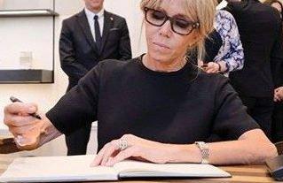 """La """"charte de transparence"""" sur le statut de Brigitte Macron sur le site de l'Élysée"""
