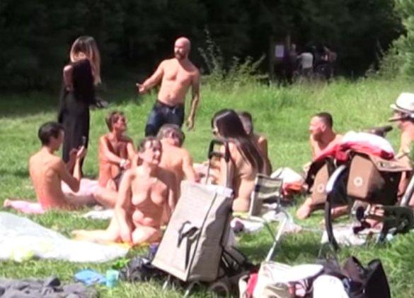 voyeurisme nudiste pantin