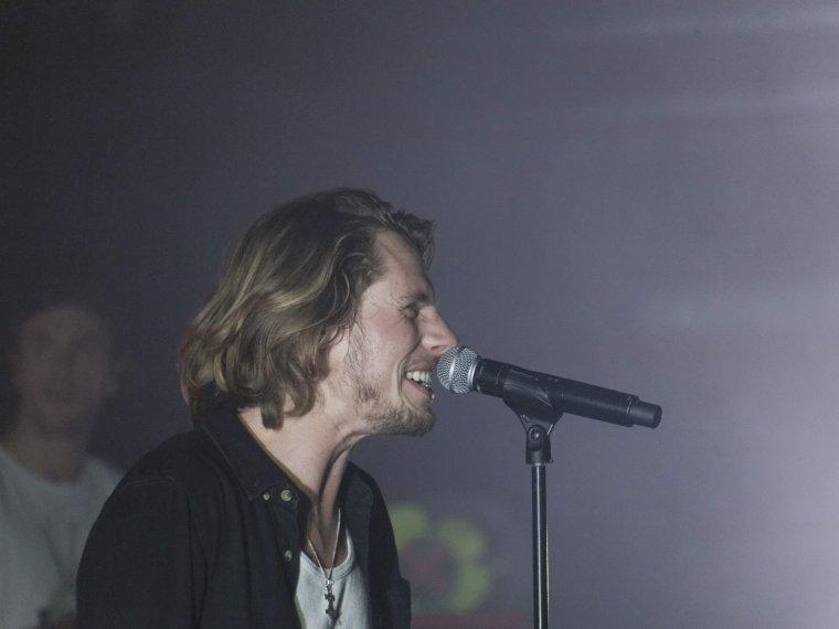 Naâman s'est produit en concert au Plan à Ris-Orangis en Essonne